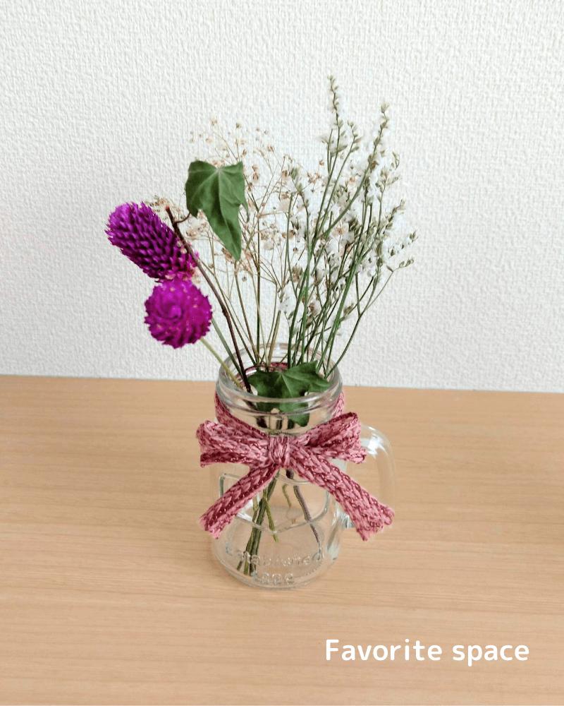 ダイソーで購入した瓶をドライフラワーの花瓶に使用した画像