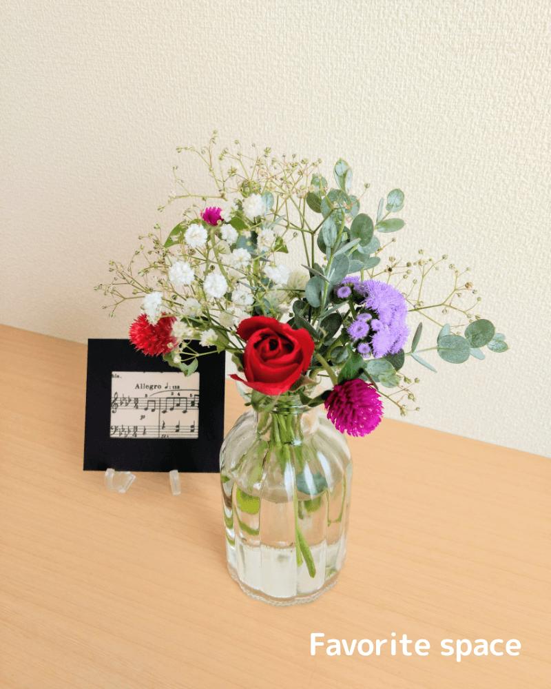 ブルーミーライフから届いた赤いバラなどの画像。