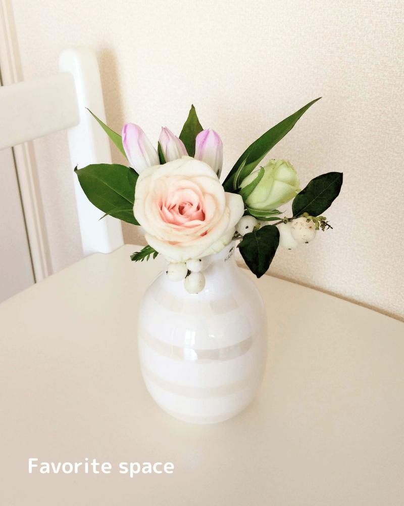 白いバラを飾った画像