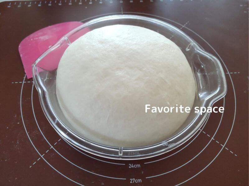 ちぎりパンの材料をこねて発酵させている画像